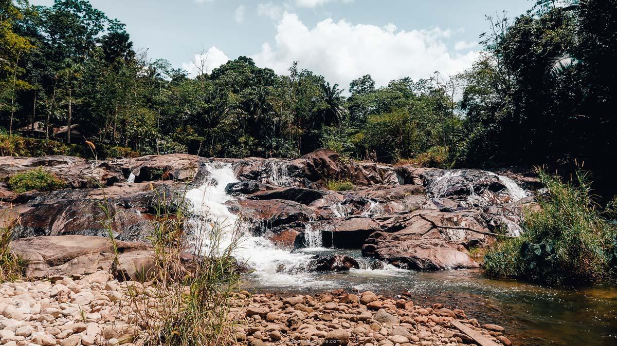 The waterfall near the bridge before Ka Chong