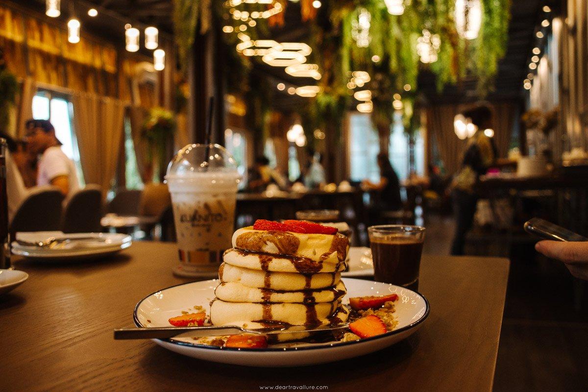 A stack of pancakes at kuanito