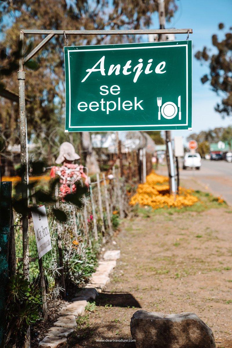 Sign leading to Antjie se Eetplek